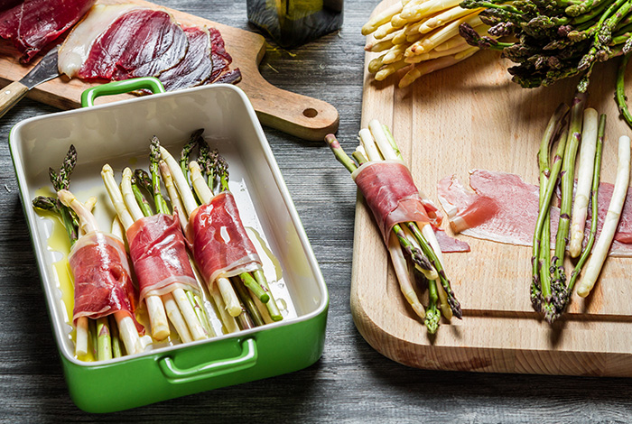 Asparagus and cold cuts